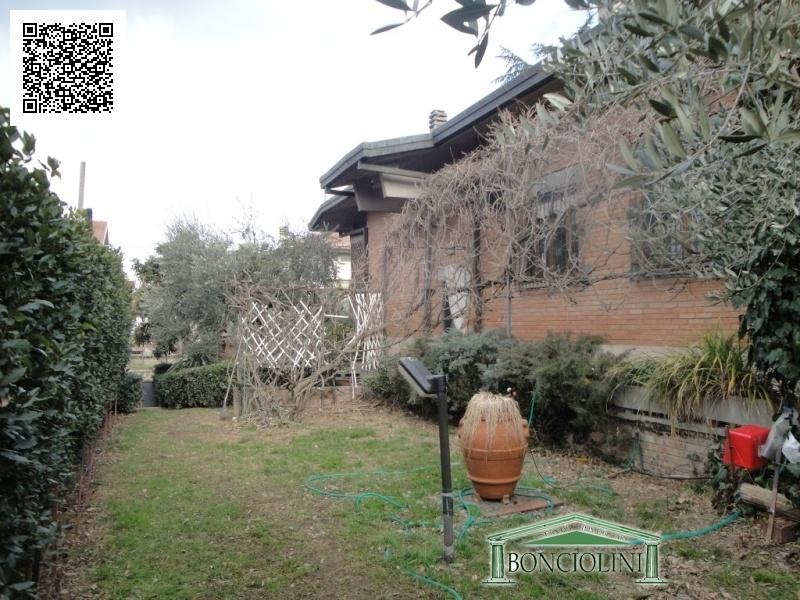 Villa in vendita a Monsummano Terme, 10 locali, prezzo € 380.000 | Cambio Casa.it