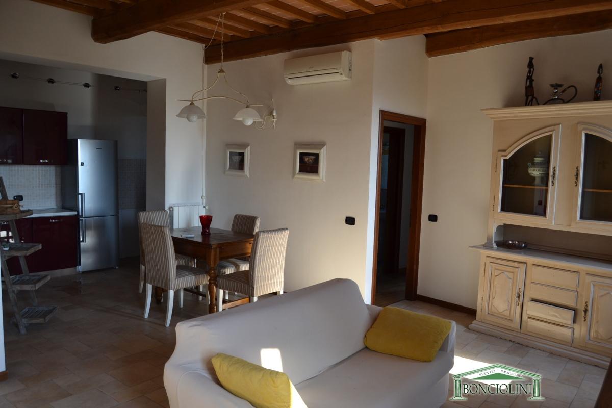 Appartamento in vendita a Uzzano, 3 locali, prezzo € 185.000   CambioCasa.it