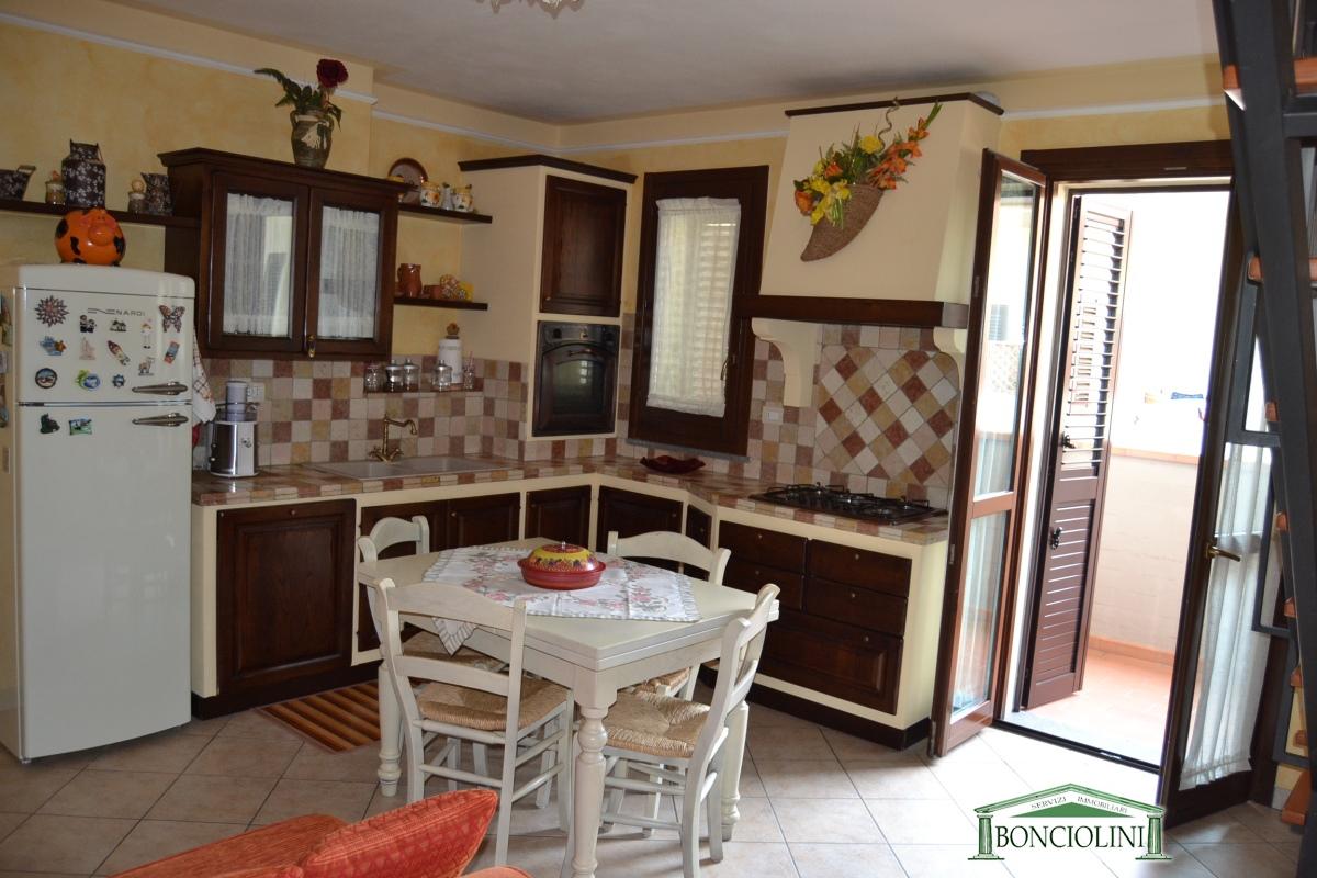 Appartamento in affitto a Monsummano Terme, 4 locali, prezzo € 500 | CambioCasa.it
