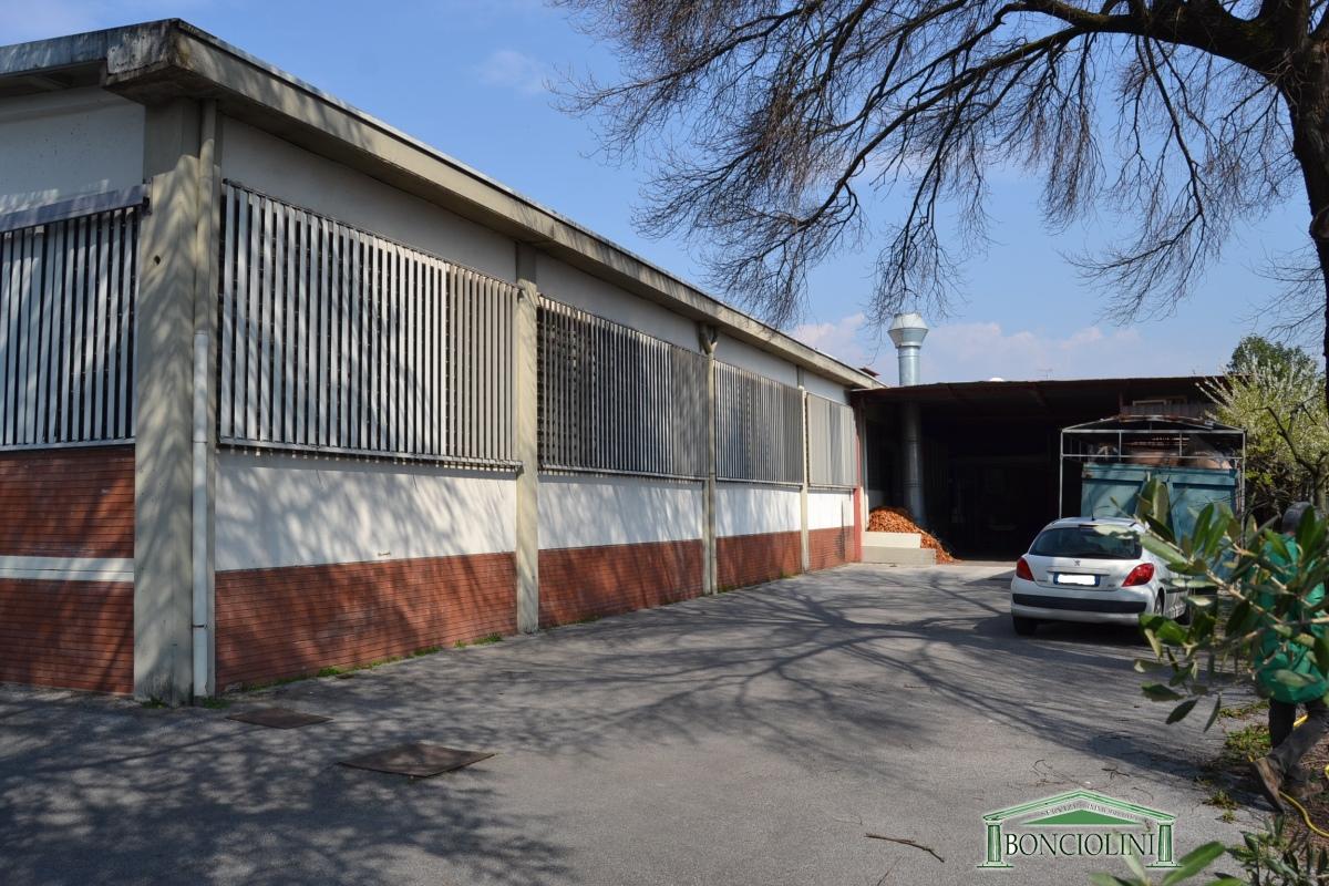 Capannone in vendita a Monsummano Terme, 1 locali, prezzo € 350.000 | CambioCasa.it