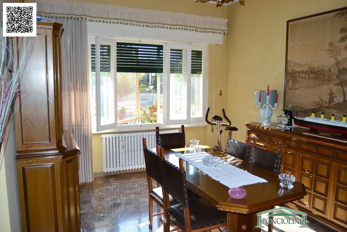 Villa in vendita a Monsummano Terme, 8 locali, prezzo € 420.000 | Cambio Casa.it