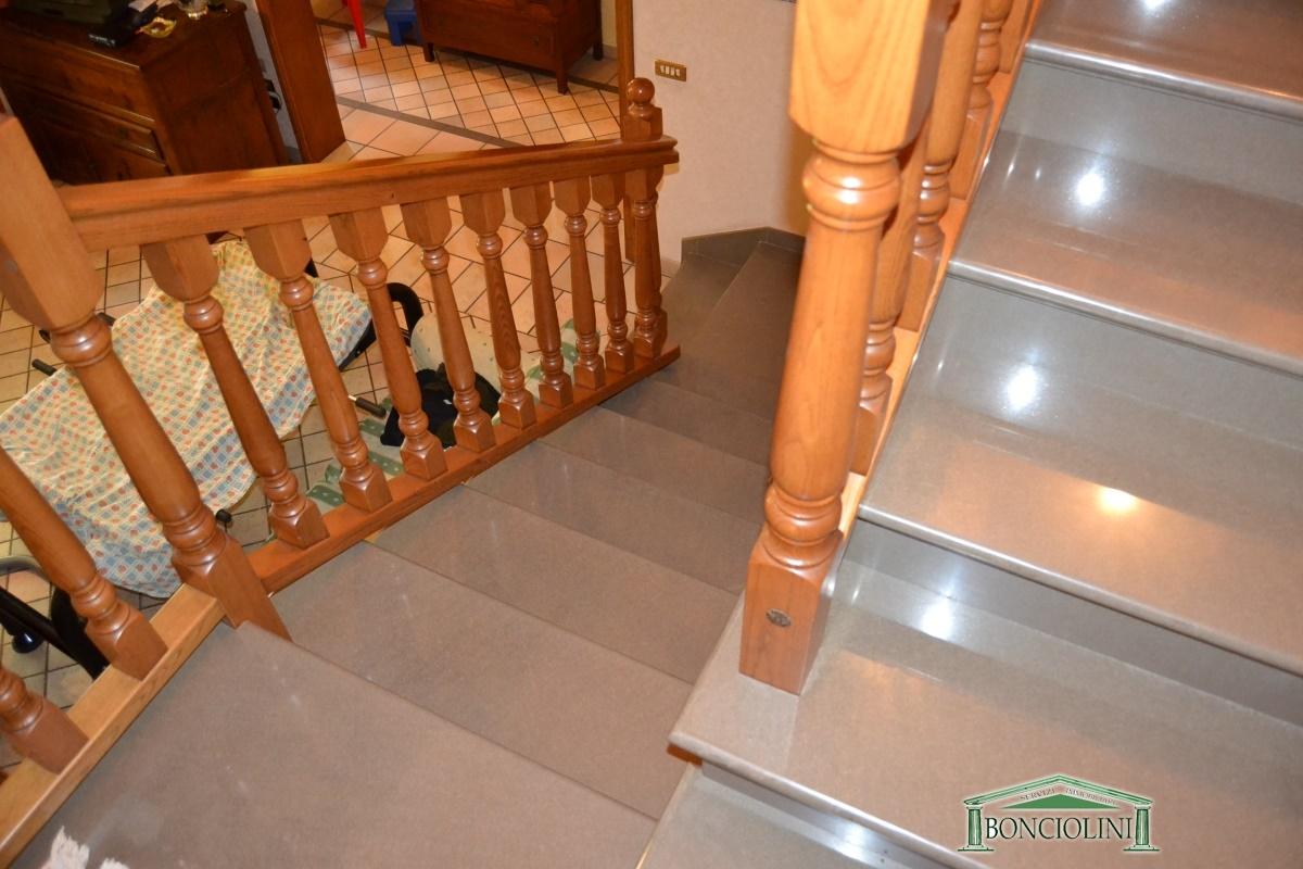Soluzione Indipendente in vendita a Chiesina Uzzanese, 6 locali, prezzo € 360.000 | Cambio Casa.it