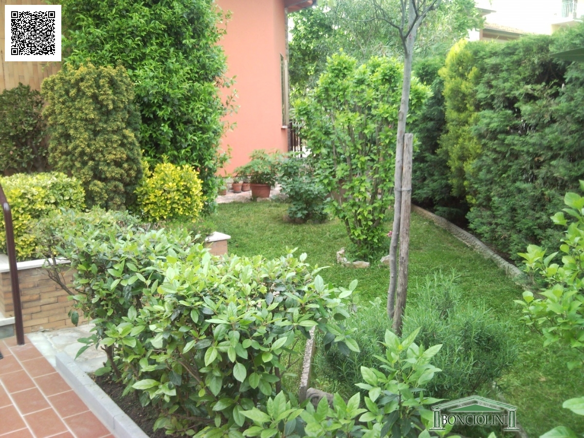 Villa in vendita a Monsummano Terme, 8 locali, prezzo € 380.000 | Cambio Casa.it