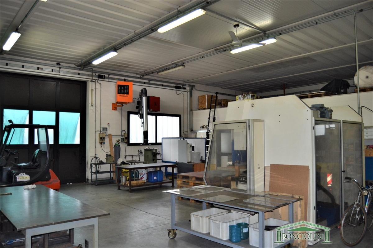 Capannone in vendita a Pieve a Nievole, 3 locali, prezzo € 180.000 | CambioCasa.it